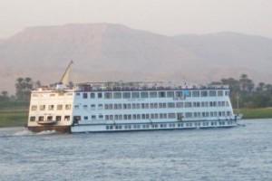 Steigenberger mit Kreuzfahrtschiffen auf dem Nil und dem Nassersee