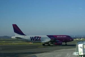 Neue Zusatzkosten für Flugpassagiere - Erste Airline Europas mit Handgepäckgebühr
